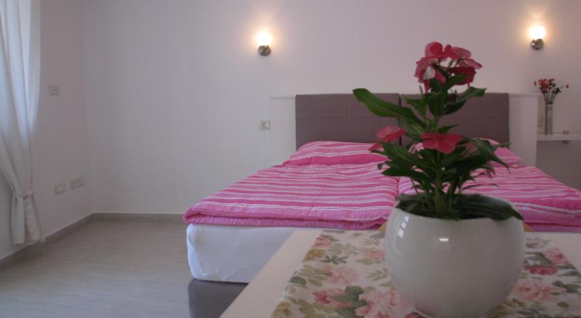 Split Center rooms